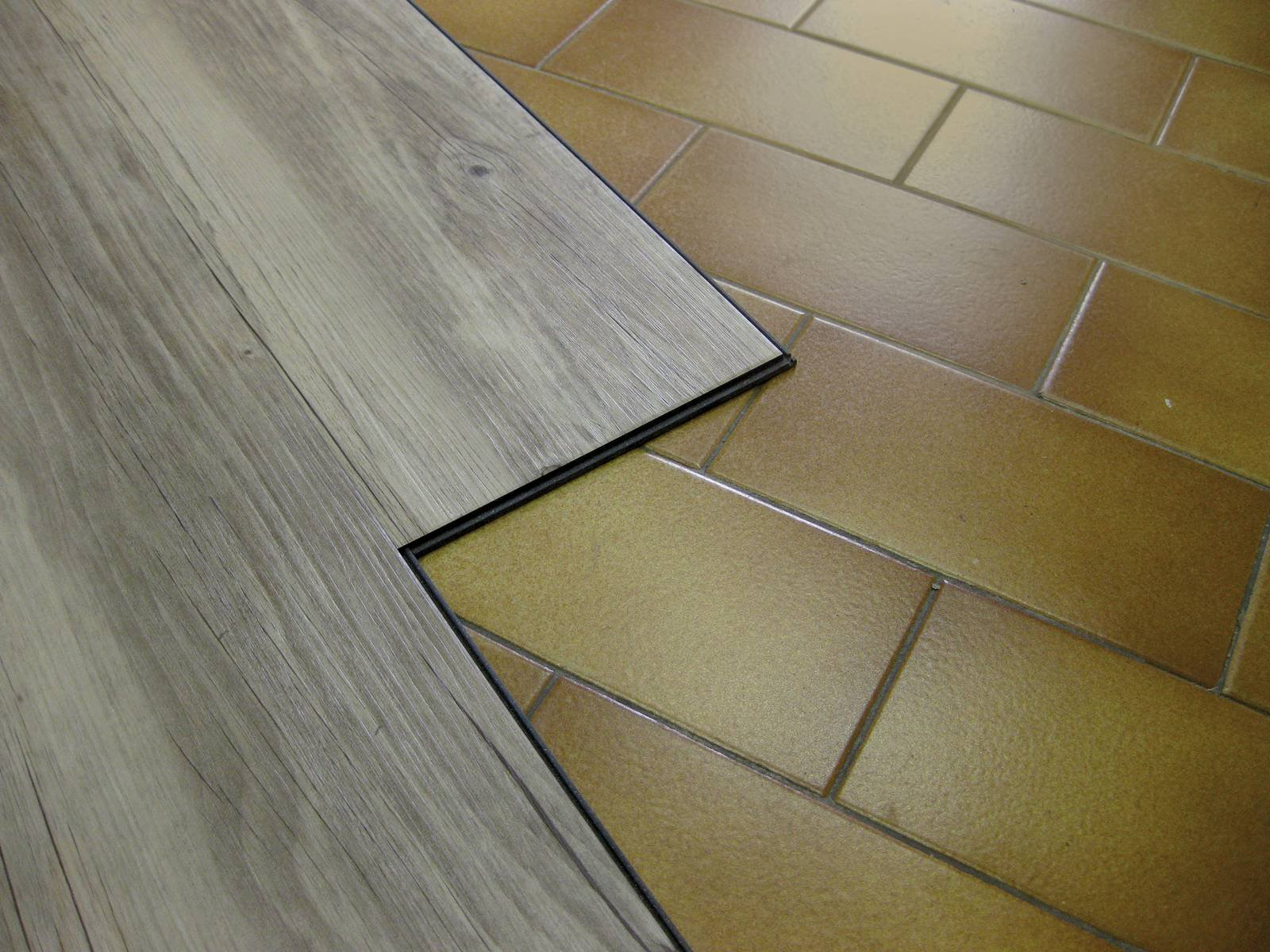 Posare da soli il pavimento in vinilico effetto parquet for Laminato ikea opinioni