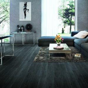 Parquet supportato prefinito rovere Smoke scuro. Adatto per tutti gli ambienti compreso il bagno. Idoneo in presenza di riscaldamento a pavimento. La finitura a olio esalta le tonalità e l'aspetto naturale del legno.