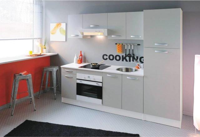 La cucina sotto la finestra 12 composizioni cui ispirarsi cose di casa - Maniglie cucina leroy merlin ...