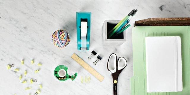 Sulla scrivania, ergonomia ed estetica degli oggetti quotidiani che vengono da un lontano passato