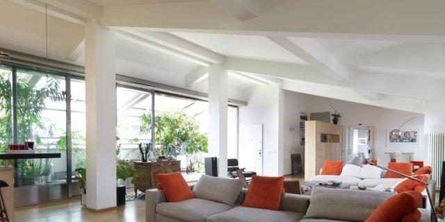 Un sottotetto con terrazzo aperto o chiuso a seconda delle necessità
