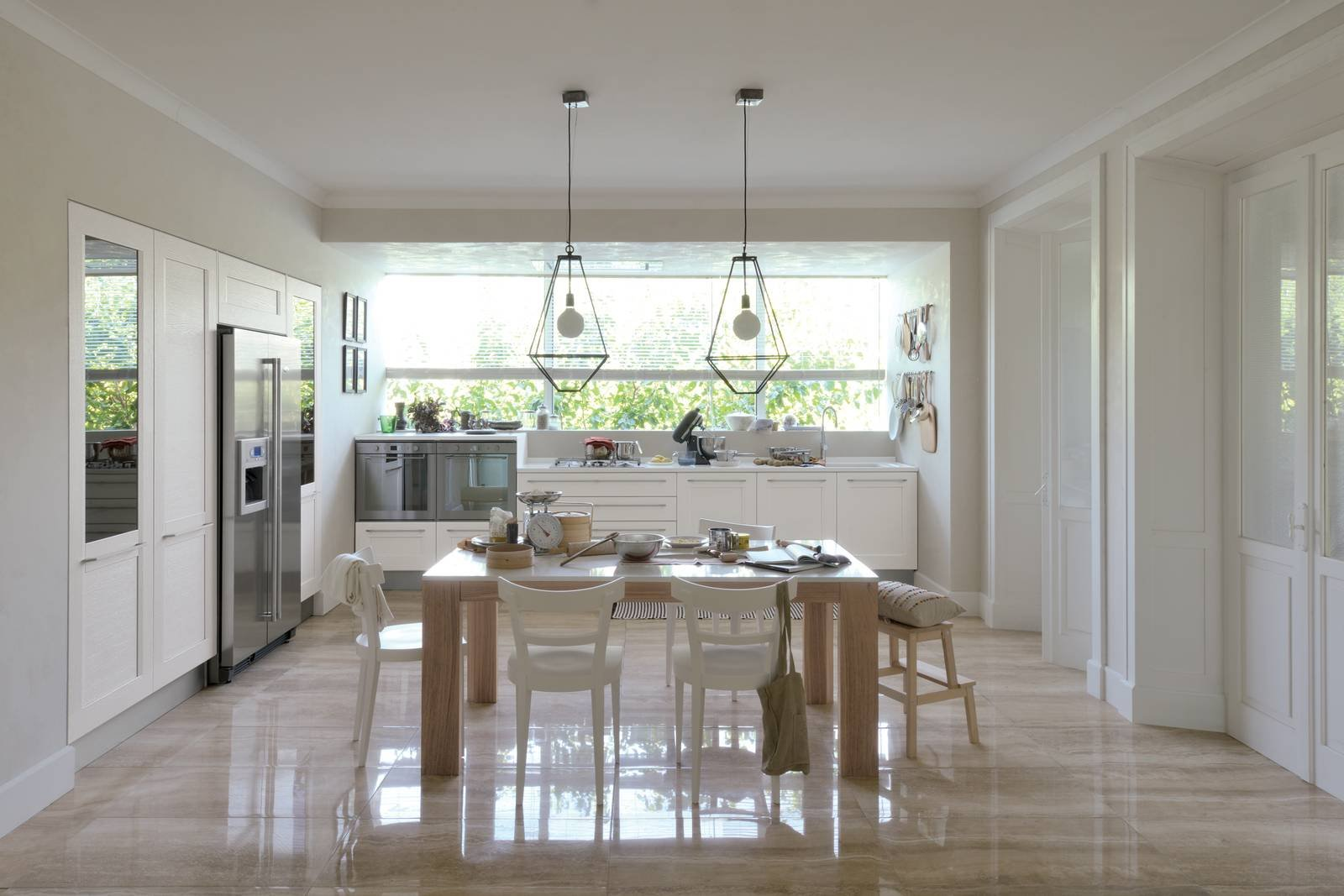 La cucina sotto la finestra 12 composizioni cui ispirarsi for Aprire le planimetrie con una vista
