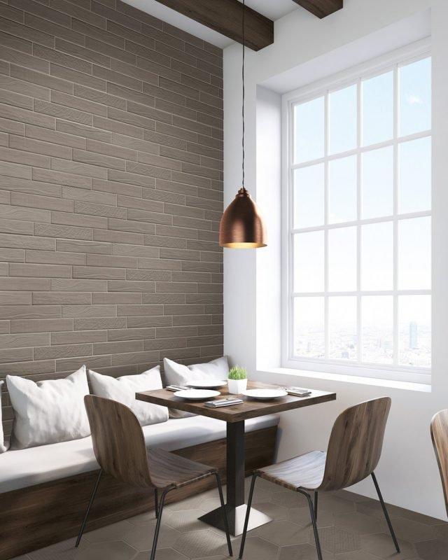 Il piccolo formato delle piastrelle a parete diventa originale soluzione decorativa a parete