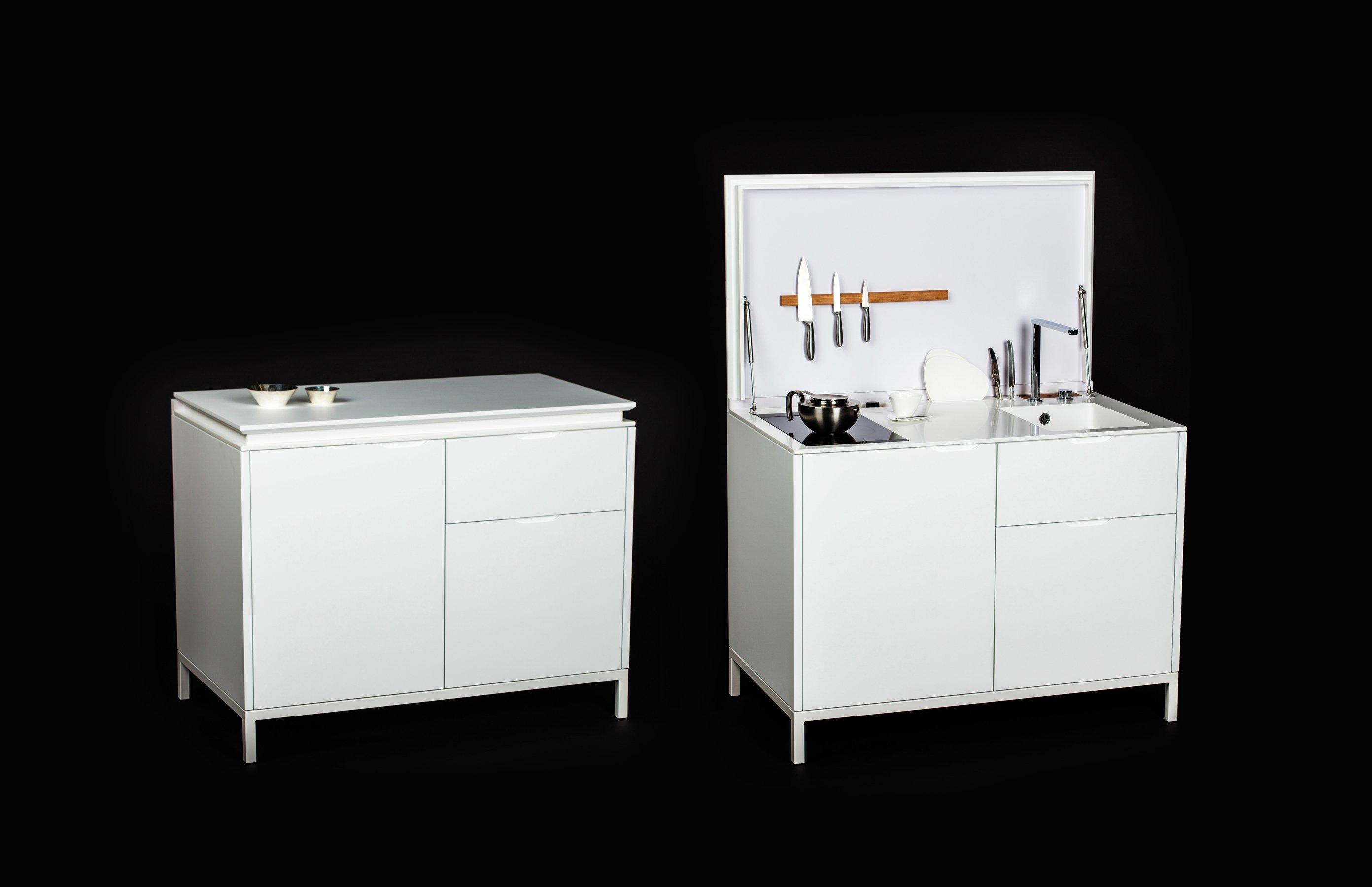 Cucina moderna lineare con lavastoviglie pensili maxi frontale