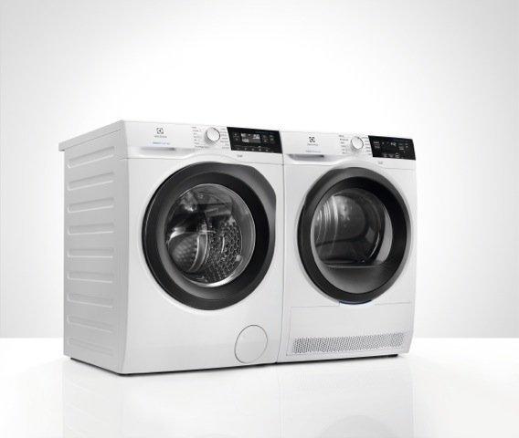 Lavatrice e asciugatrice  PerfectCare 800 di Electrolux (costano ciascuna 897 euro).
