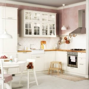 Modello più venduto di Ikea Italia, la cucina della gamma Metod ha qui finitura HÄggeby. Le ante hanno la superficie in melammina bianca che resiste all'umidità e ai graffi ed è facile da pulire. Il risultato è una cucina con uno stile senza tempo, garantita venticinque anni. Modulo base da 60 cm con anta Häggeby, due ripiani, gambe e pomello Vamhem: prezzo 58 euro. www.ikea.com