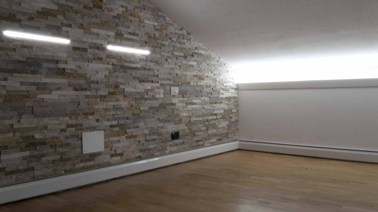 Riscaldare casa con il battiscopa radiante thermodul by for Parete in pietra con tv