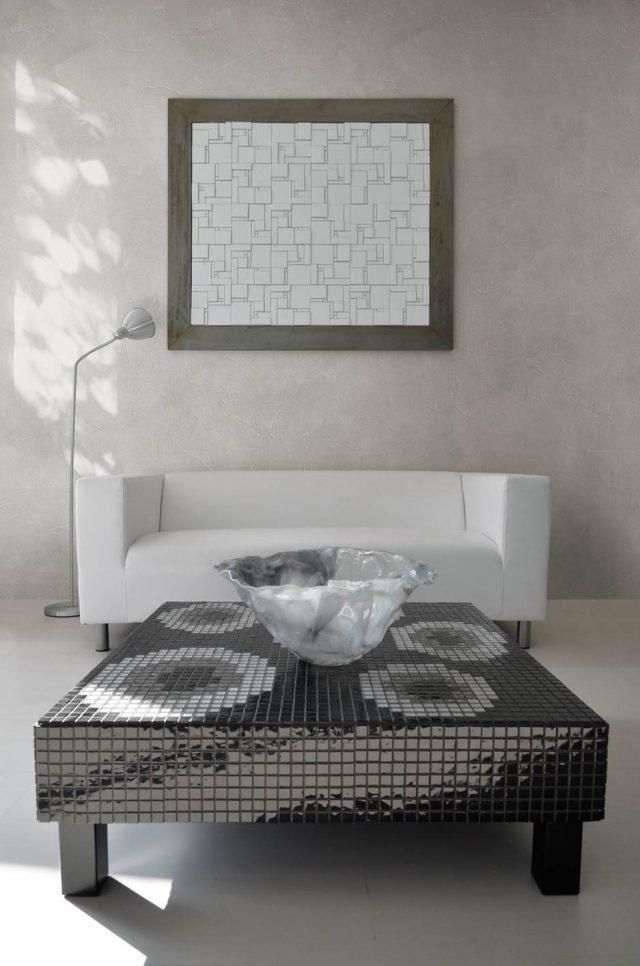 Effetto nuvolato e mosaico per rinnovare il soggiorno for Parete a mosaico