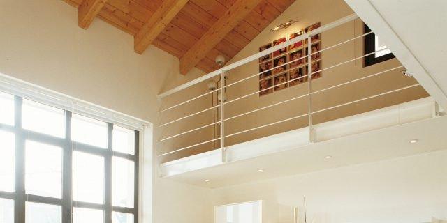 70 mq: una casa che sfrutta la doppia altezza con il soppalco