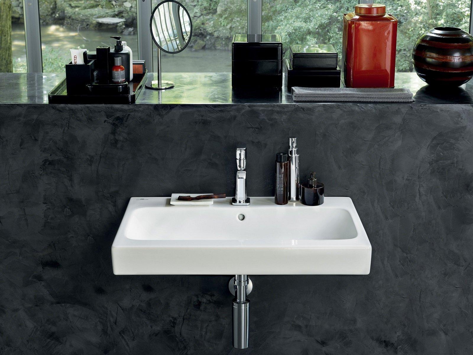 Con o senza semicolonna il lavabo sospeso regala più spazio