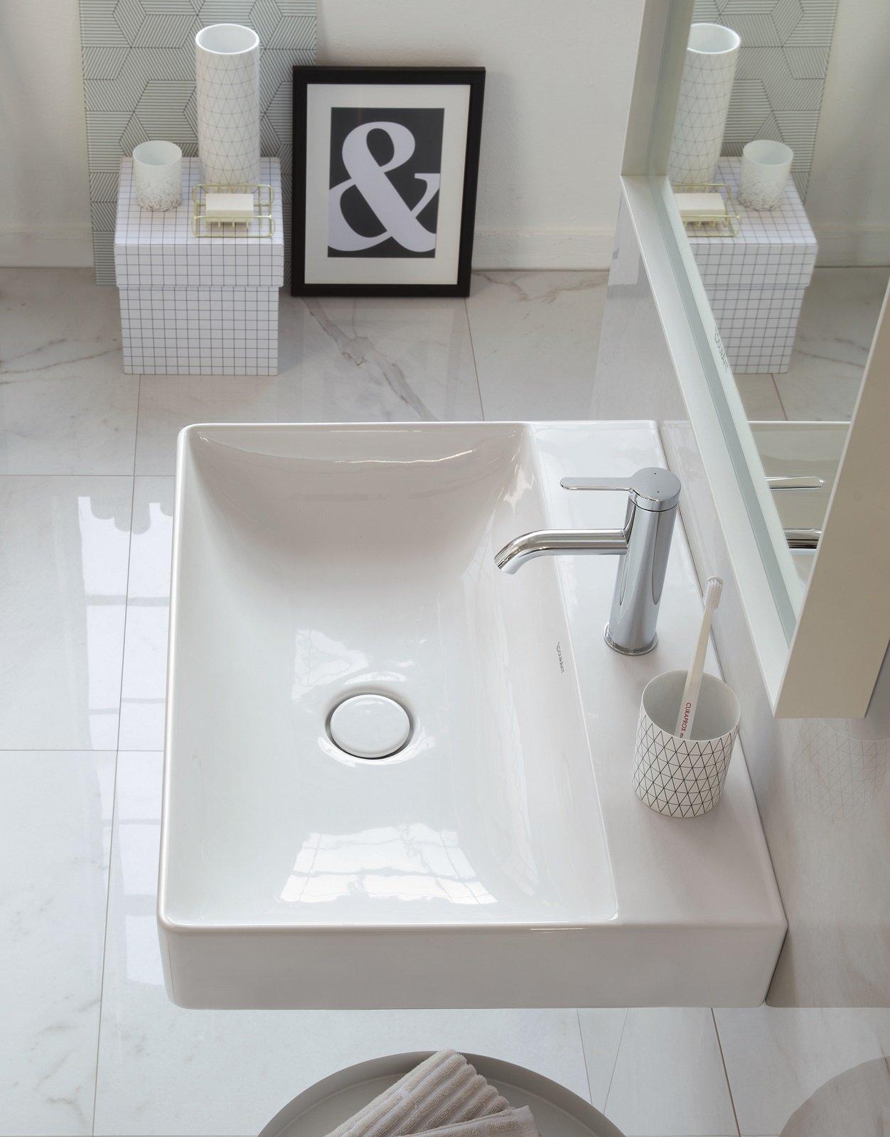È Caratterizzato Da Bordi Sottili Lu0027elegante Lavabo Sospeso Curve Della  Collezione Connect Air Di Ideal Standard In Ceramica Bianca. Misura L 70 X  P 46 Cm.