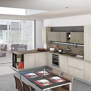 La composizione Gayla di Creo Kitchens si caratterizza per il piano di lavoro in laminato idrorepellente (spessore 4 cm) e le ante in Alkorcell, materiale atossico ed ecocompatibile, effetto legno. Prezzo da rivenditore.