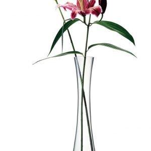 In vetro soffiato, è pensato per uno o al massimo due fiori, meglio in versione macro. In vetro trasparente, il vaso della coll. Flower di Lsa International (www.lsa-international.com) è alto 50 cm e costa 65 euro.
