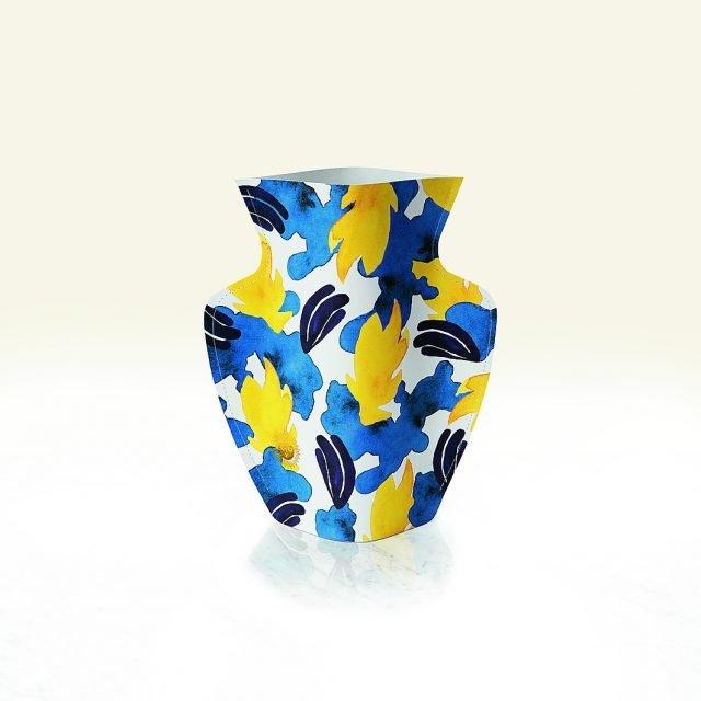 Si ispira agli elementi iconici della ceramica del Mediterraneo, con un tocco moderno nella forma scolpita. È in ceramica dipinta con colori vivaci Liguria di Octaevo (www.octaevo.com) che misura Ø 26,5 x H 29 cm e costa 17 euro.
