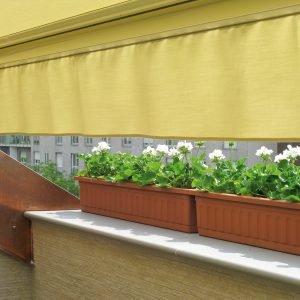 Per l'allestimento del verde, 32 piantine di gerani bianchi più 4 cassette in materiale plastico da 100 cm. Per l'arredamento, due sdraio, tavolino e due sedie.