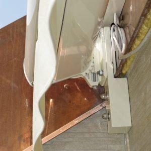 Tenda da sole, che misura 410 x 300 cm, con tettuccio di protezione angolare, anemometro, 1 motore.