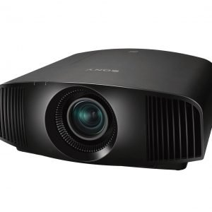 Il nuovo proiettore Home Cinema VPL-VW260ES di Sony offre un'esperienza 4K HDR con prestazioni molto ad un costo contenuto. Il proiettore da 1.500 lumen include molte delle caratteristiche degli altri due proiettori, tra cui pannello SXRD 4K nativo, Reality Creation e TRILUMINOS, consentendo agli utenti di ammirare immagini nitide e definite a un prezzo contenuto. Entrambi i modelli VPL-VW360ES e VPL-VW260ES sono disponibili in nero e bianco, per adattarsi ai vari ambienti domestici. Le dimensioni compatte, lo zoom da 2,06 e l'ampio shift dell'ottica li rendono facili da installare. Misura 496 mm di profondità, più piccolo del 40% rispetto all'attuale modello con sorgente laser. www.pro.sony.eu