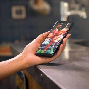 """Il nuovo smartphone VIEW di Wiko è dotato di uno schermo da 5.7"""" HD che garantisce un'elevata esperienza sensoriale e visiva, anche grazie alla fotocamera anteriore da 16MP e a quella posteriore da 13MP, che consentono scatti di qualità da godersi in tutta la comodità del formato 18:9.View dispone di un processore QualcommQuad-Core con 3GB di RAM e connettività 4G LTE, ma non solo: oltre all'ormai immancabile sensore d'impronte digitali targato Wiko e all'ultima versione di Android Nougat, ha una memoria di 3GB di RAM e 32GB1 di ROM, espandibile fino a 128GB con MicroSD. Disponibile in Italia a partire daottobreal prezzo o di199,99 euro. www.wikomobile.it"""
