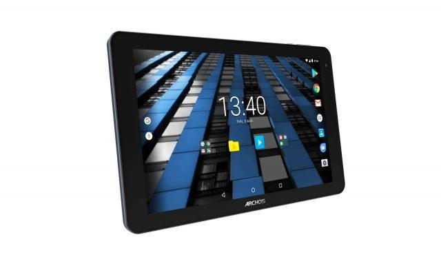 Diamond Tabdi Archos possiede unoschermo Full HD QHD+ da 2.560 x 1.600 pixel. Il tablet è alimentato daRockchip 3399 SoC, con Cortex-A72 dual-core e Cortex-A53 quad-core e GPU Mali-T860 MP4, ed è supportato da 4 GB di RAM e 64 GB di archiviazione interna. Con ARCHOS Diamond Tab è possibile realizzare video HD. Il tablet possiede due fotocamere (una da 13 MP sul retro e una da 5 MP nella parte frontale) e una batteria da 6.600 mAh per una lunga autonomia. Prezzo di 299,99 euro. www.archos.com