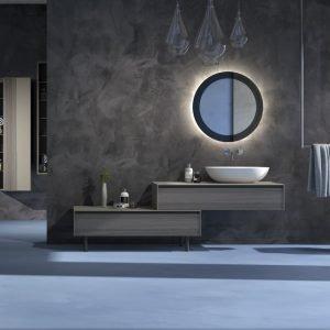 Spaziometallo di Litokol è un sistema decorativo monocomponente studiato per applicazioni a parete ed è definito da un effetto chiaroscurale che dipende dall'intensità e dall'ampiezza del colpo di spatola; l'aspetto, inoltre, cambia in continuazione in funzione dell'incidenza della luce. Nell'immagine, la variante Nero Metallo. www.litokol.it