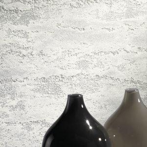 Oikos sviluppa ulteriormente il proprio progetto sul bianco, proponendo una collezione di 187 tipi di bianco, proposte con differenti finiture materiche che ne modificano la percezione pur avendo la stessa tonalità di partenza. Fra queste, la serie Alchimie Regali Travertino. www.oikos-group.it