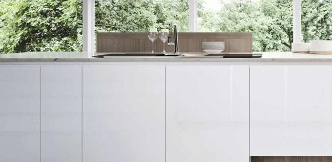 In cucina frigo e freezer sottopiano perfetti sotto la finestra nell 39 isola o nella penisola - Cucine sotto finestra ...