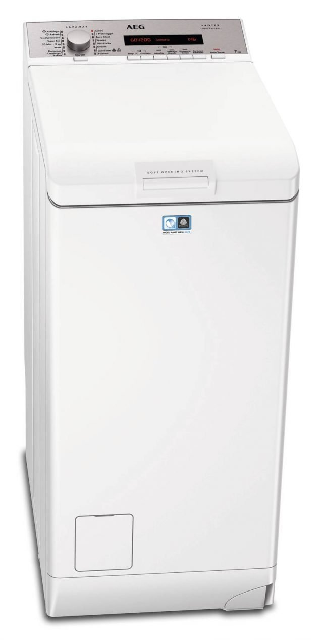 La lavatrice a carica dall'alto L 78370 TL Lavamat Protex Plus di Aeg-Electrolux ha capacità di 7 kg e è dotata di programma a vapore per donare freschezza agli abiti. In classe A+++ -10%, ha ruote per agevolare lo spostamento. Misura L40xP60xH85 cm. Prezzo 897 euro. www.aeg-electrolux.it