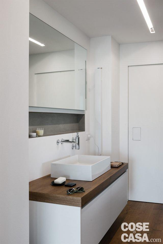 98 mq spazio moltiplicato dalla luce nel sottotetto della - Bagno sottotetto ...