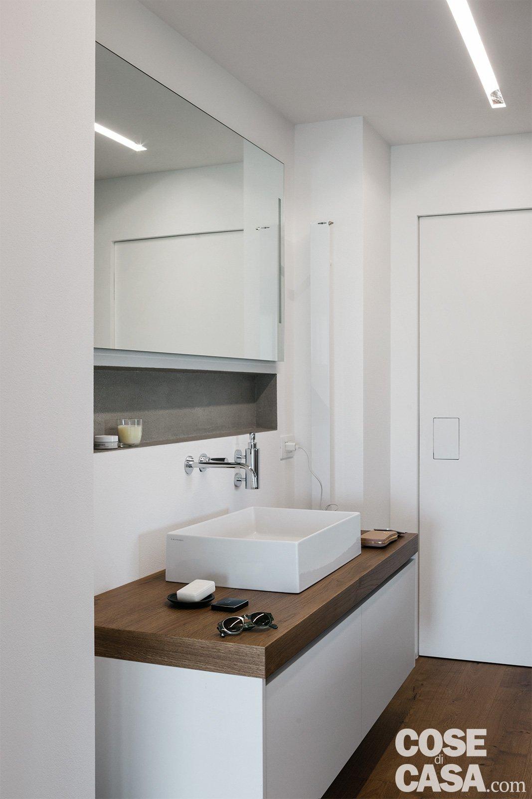 98 mq spazio moltiplicato dalla luce nel sottotetto della - Bagno nel sottotetto ...