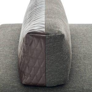 Nella versione bifacciale, schienale del divano Sanders Air, design Spessotto&Agnoletto, di Ditre Italia