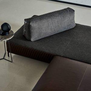 Finiture di pregio e cura dei dettagli contraddistinguono il divano Sanders Air, design Spessotto&Agnoletto, di Ditre Italia