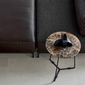 Divano Sanders Air, design Spessotto&Agnoletto, di Ditre Italia, con rivestimento in pelle trapuntata