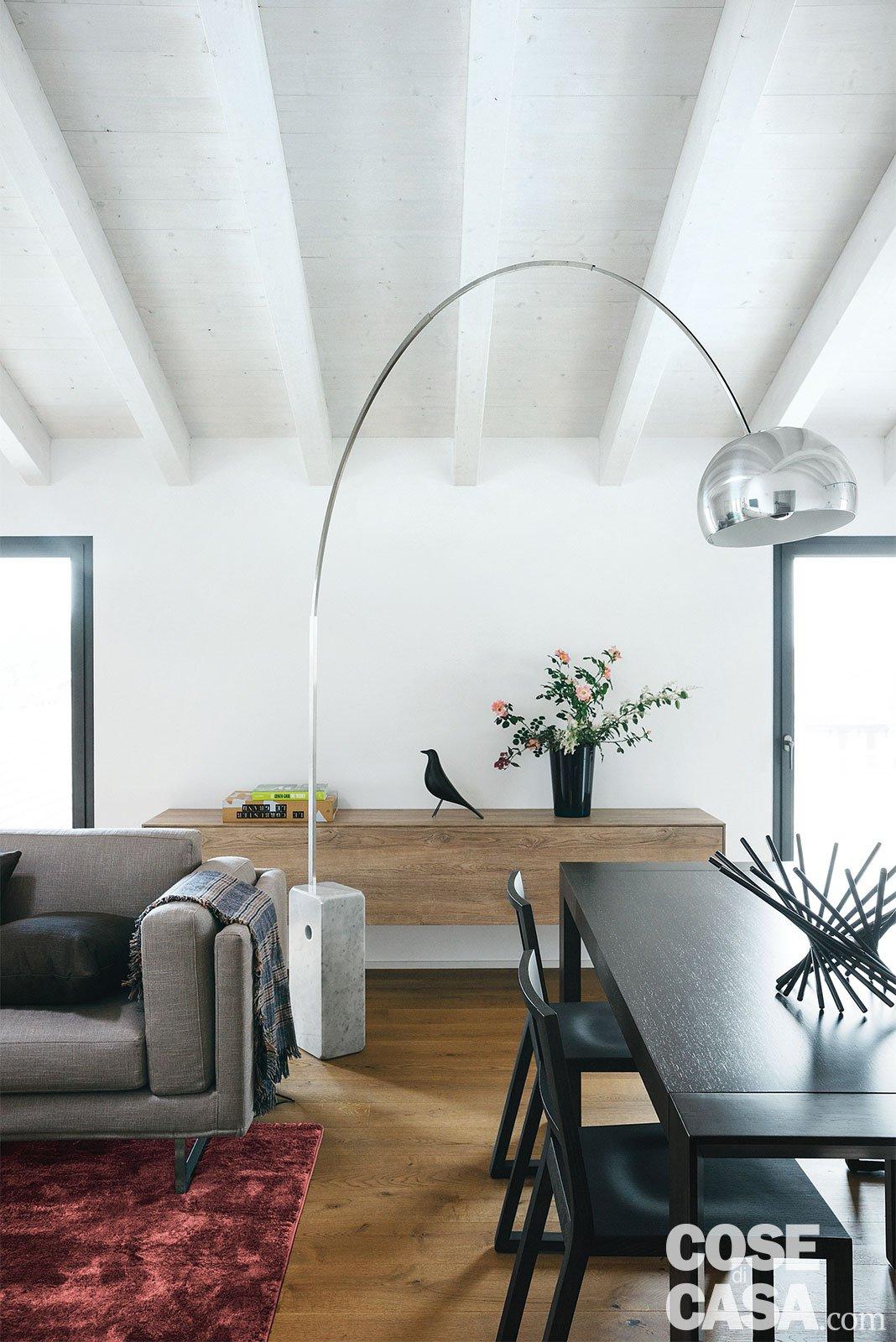 98 mq spazio moltiplicato dalla luce nel sottotetto della for Costo arredare casa