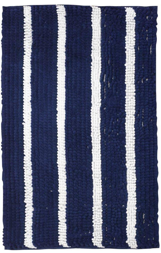 Di Mercatone Uno, il tappeto bagno Chenille, qui in versione gessata, è disponibile anche tinta unita in colori assortiti. Misura 50 x 80 cm. Prezzo 10,99 euro. www.mercatoneuno.it