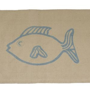 Il tappetino Pesce Nat di Novità Home è in cotone color sacco. Misura 60 x 90 cm. Prezzo 13.80 euro. www.novitahome.com