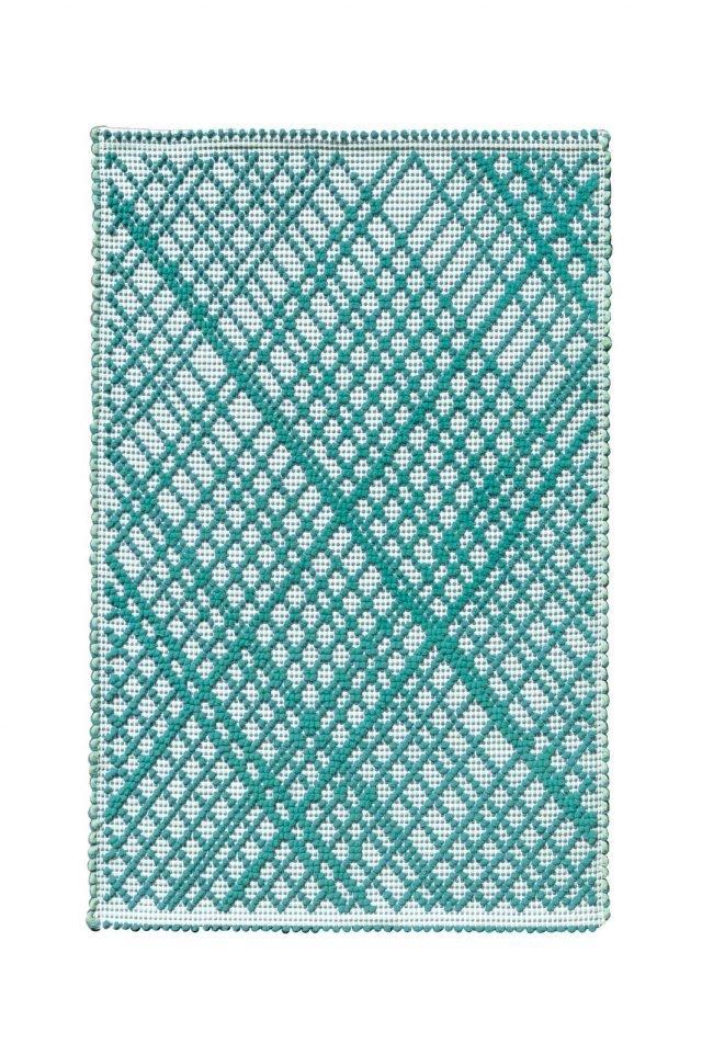 Realizzato a mano con la tecnica tradizionale sarda, il tappeto TP 2014 Green di Ilaria.I è  in cotone. Misura 69x100 cm. Prezzo 69 euro. Anche in misura 60 x140 cm. www.ilariai.com