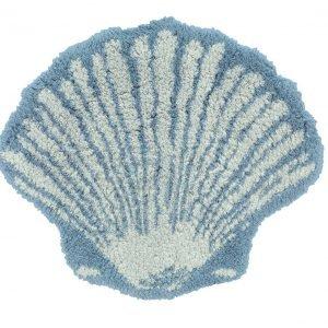 A forma di conchiglia, il tappetino bagno Ocean della collezione Step di Pretti, Jacquard tinto filo di puro cotone idrofilo, è disponibile in due varianti di colore, azzurro e beige. Prezzo 81 euro. www.gabelgroup.it