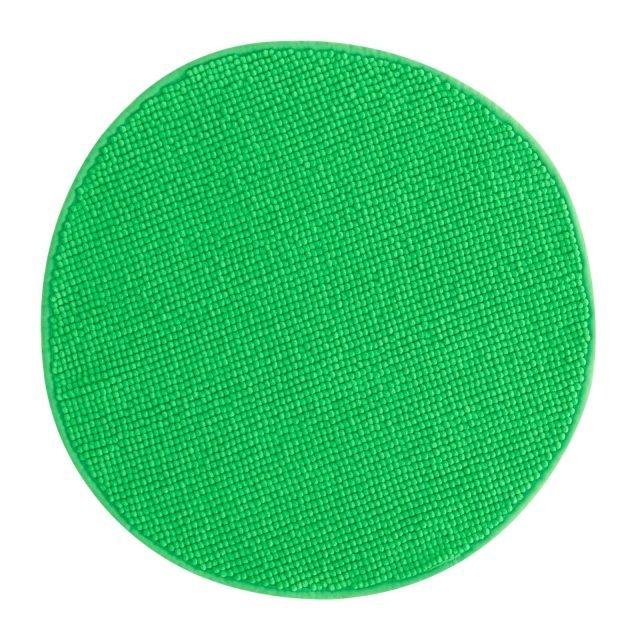 Badaren di Ikea è un tappeto per il bagno in 100% poliestere, in verde brillante. Molto morbido, assorbente, si asciuga velocemente ed è disponibile anche in altri 5 colori e rettangolare. Misura ø 55 cm. Prezzo 5,99 euro. www.ikea.it