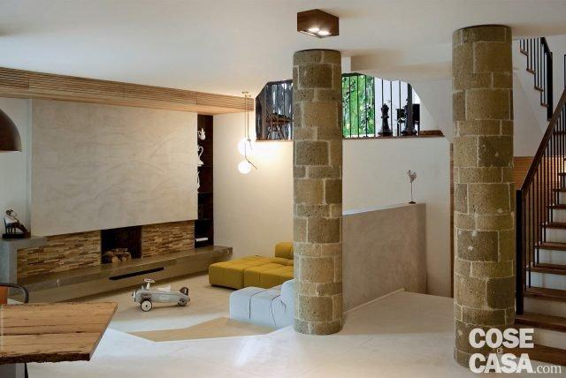 rustico moderno una casa con un mobile che divide cucina