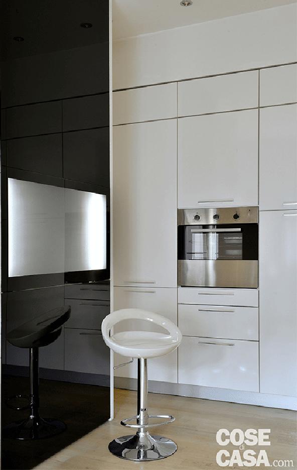 Bilocale black white 39 mq in stile minimal cose di casa - Tavolo a ribalta ...