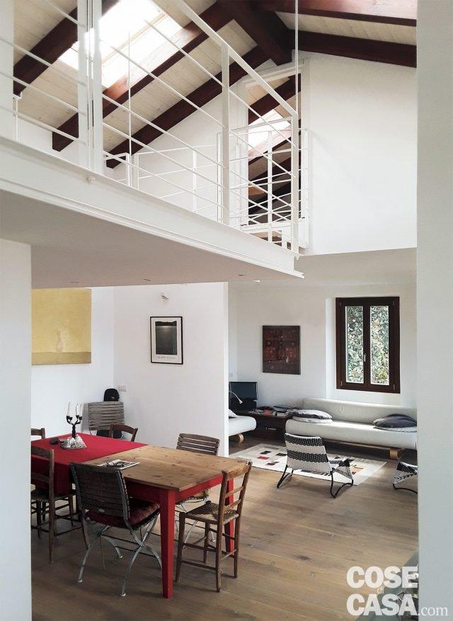 100 mq da due bilocali e sottotetto annessi con passerella e soppalco sospesi cose di casa - Come fare un soppalco in casa ...