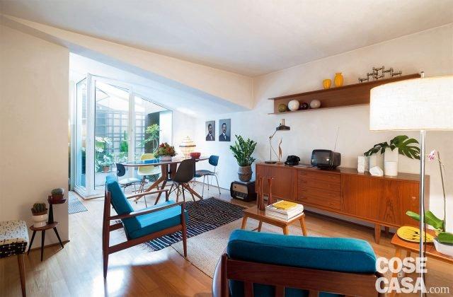 Design anni 39 50 e 39 60 nella mini casa con vista cielo for Poltroncina cucina