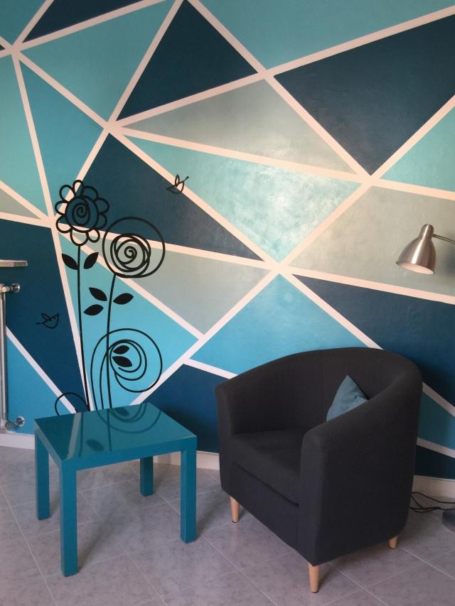 Tinteggiare la parete con una decorazione geometrica for Decorazioni moderne pareti