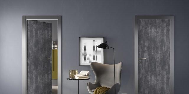 Porta a battente: quasi invisibile sulla parete o superdecorata?