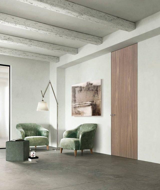 """Porta Exitlyne Zero della linea Sistema Zero di FerreroLegno, nella nuova finitura Noce Canaletto Natural Touch, con telaio """"A_filo"""". Dimensioni: 80x270 cm; telaio: 10 cm."""
