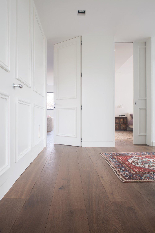 Porte come elementi d 39 arredo anche in contrasto con lo stile dell 39 ambiente cose di casa - Porte salvaspazio per interni ...