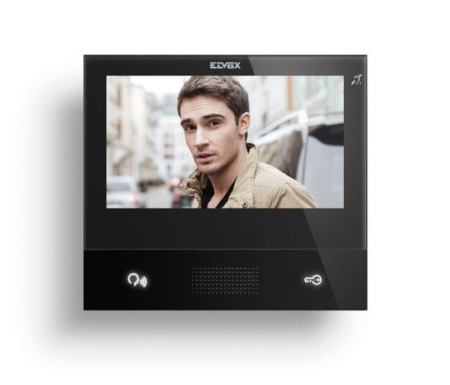 """L'innovativo modello di videocitofono TAB 7S di Vimar, grazie al Wi-Fi integrato e all'App Video Door, consente di accedere a tutte le funzioni da smartphone e tablet anche da remoto. Dotato di display da 7"""" touch, sensibile e immediato, per attivare i comandi con un semplice tocco. Permette di inviare e ricevere messaggi testuali con gli altri videocitofoni installati nell'edificio, di monitorare le telecamere di videosorveglianza e di accedere ad un servizio di segreteria videocitofonica. Dal design minimal ed elegante, è disponibile nei colori bianco e nero. www.vimar.com"""