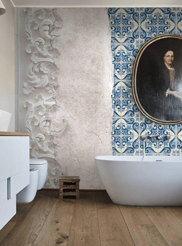 Carta da parati in bagno tra decor floreale e geometrie for Prezzo carta parati