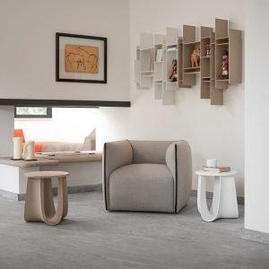 Poltrona Mia, libreria Randomito, stool SAG, libreria Random 2c