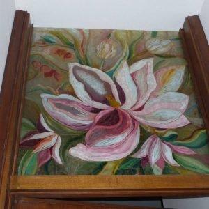 Sopraporta in vetro dipinto con maxi disegno.
